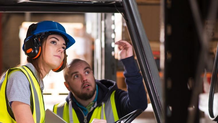 Protecția muncii și operatorii de utilaje